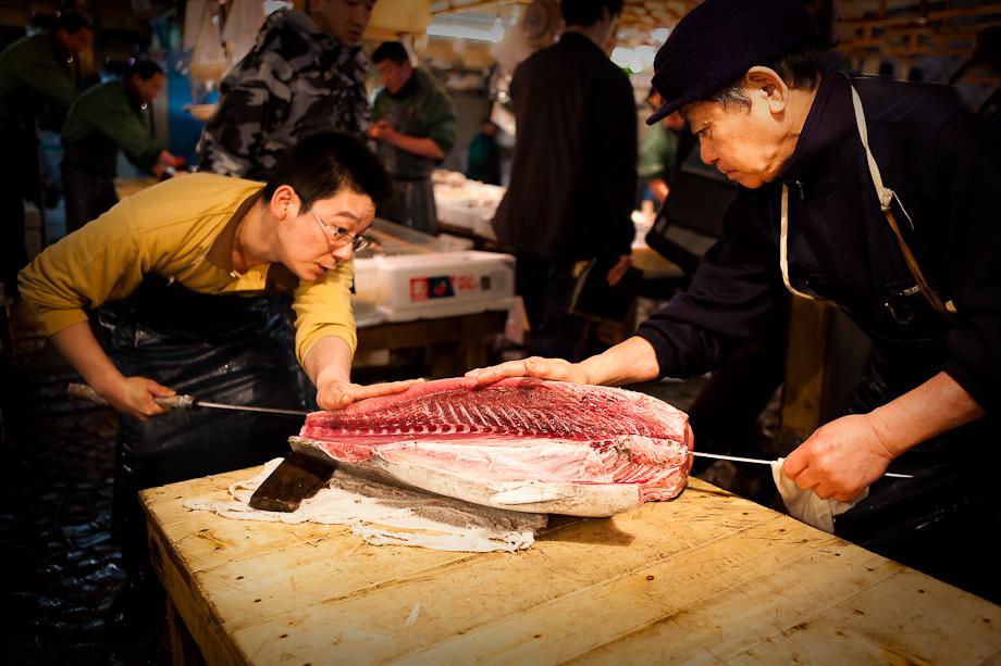 Carving tuna at Tokyo Tsukiji fish market