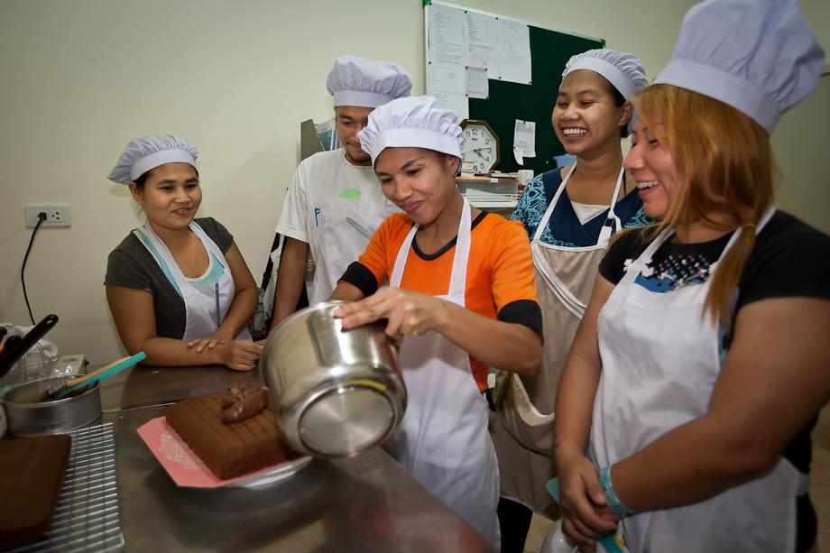 Making chocolate brownies at Tamar Cafe, Pattaya