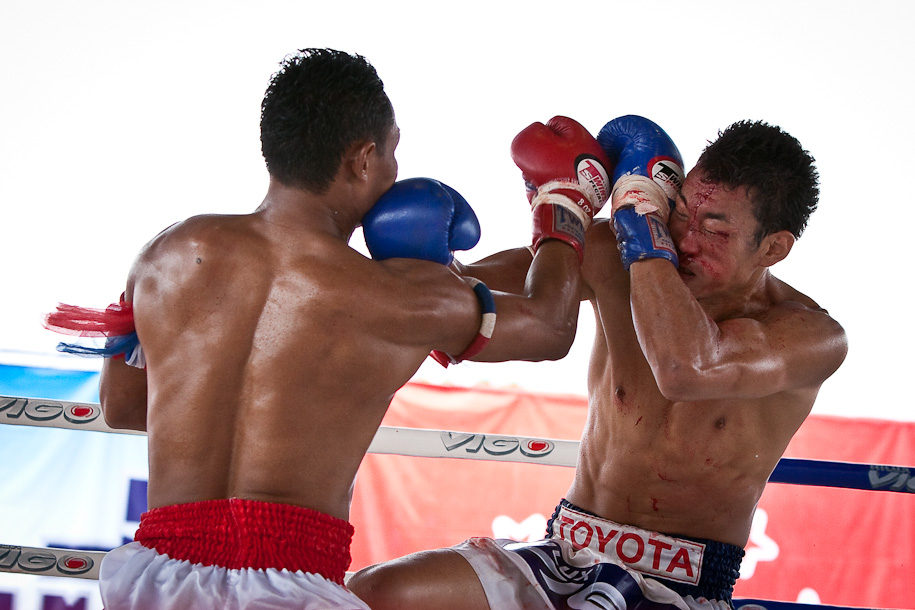Attempting to defend against Saenchai's attach