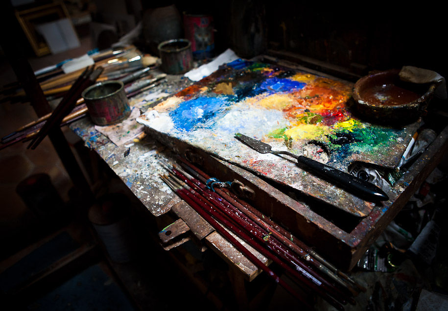 Manuel Blesa's oil tablet in his studio